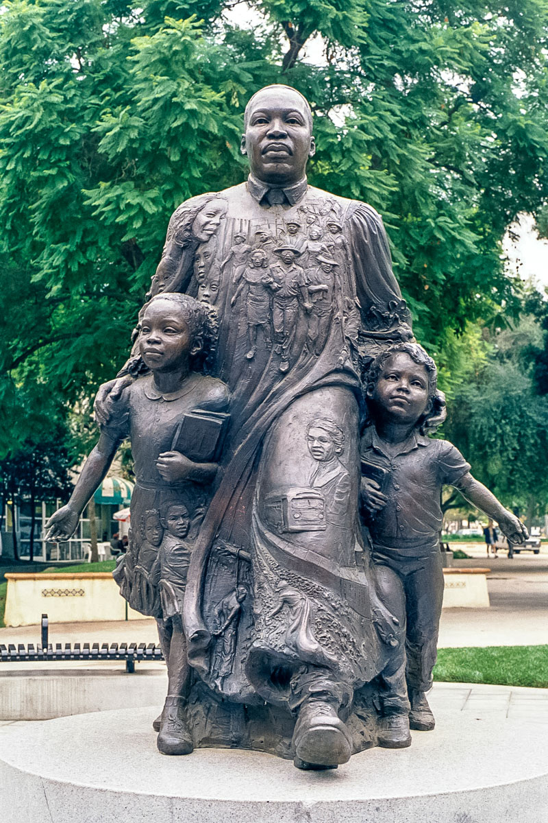 Martin-Luther-King-Riverside-with-Children-Lisa-Reinertson-sculptor-LISA-3-3-01